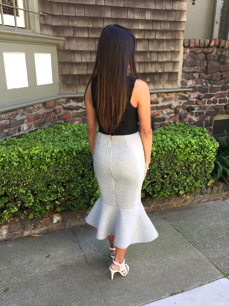 How to wear a crop top and skirt